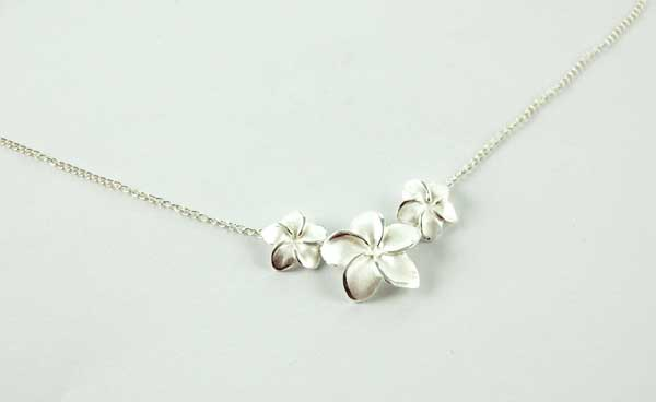 XX-Necklace Silver Flowers With Stones 18 Inch