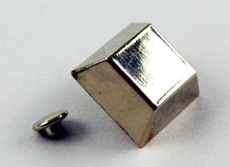 Stud Square 3D Effect 0.7cm Depth 2pcs
