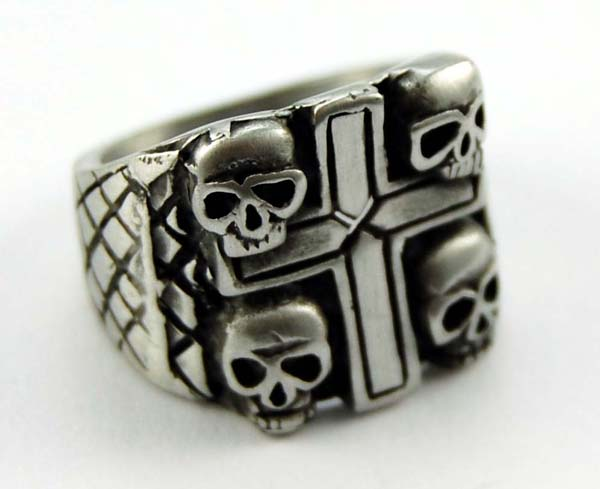Ring Pewter Cross With Skulls